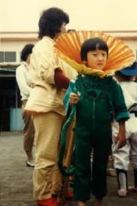 幼稚園の仮装 母親が作ったエリマキトカゲ