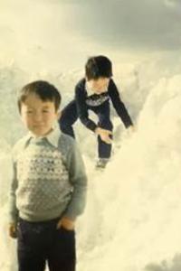 長野で 兄ちゃんと雪に戯れている